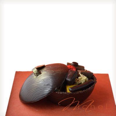 a2a90ded43b Bonbonnière noire garnie chocolats assortis - 320g. Trop fragile à  expédier. A récupérer au magasin.